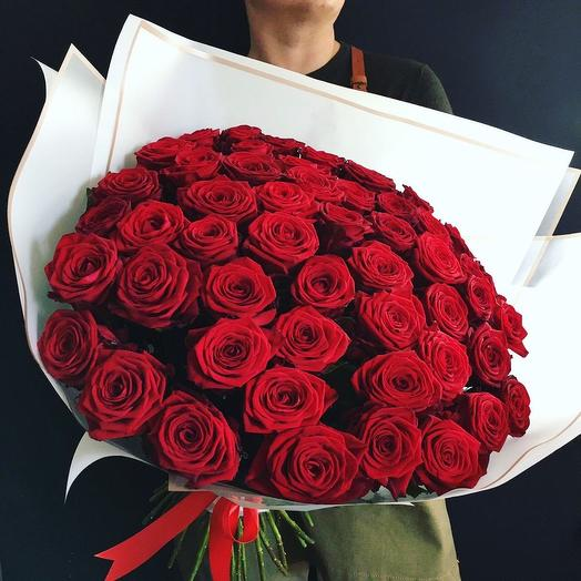 Классические бордовые розы