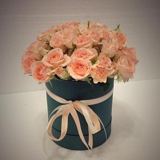 Кустовых розы в шляпной коробке: букеты цветов на заказ Flowwow