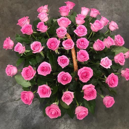 Корзина из розовых роз: букеты цветов на заказ Flowwow