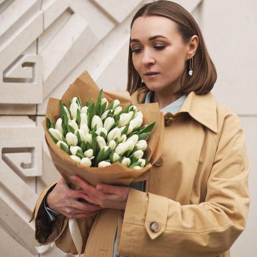Букет из тюльпанов в крафте. 51 шт