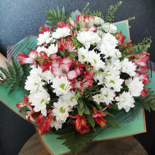 Букет из хризантем и альстромерии