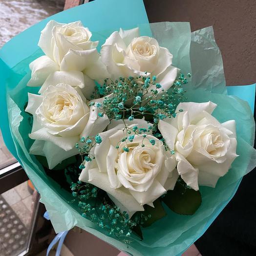 Белые ажурные розы