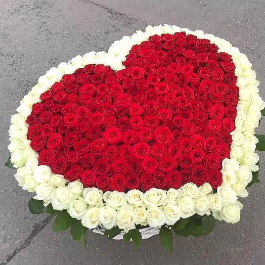 Сердце из 301 розы в корзине