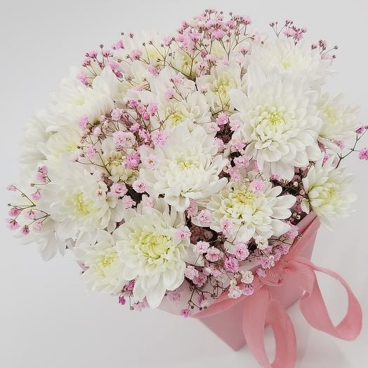 Chrysanthemums with pink gypsophila in a box