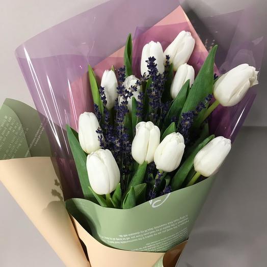 Букет с тюльпанами и лавандой