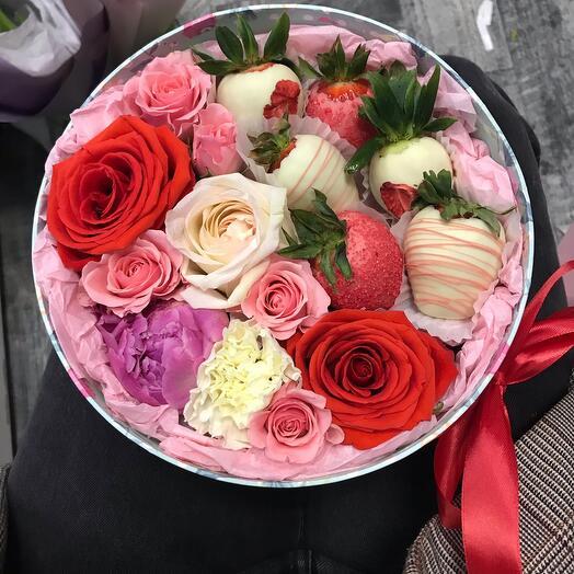 Цветы и клубника в бельгийском шоколаде