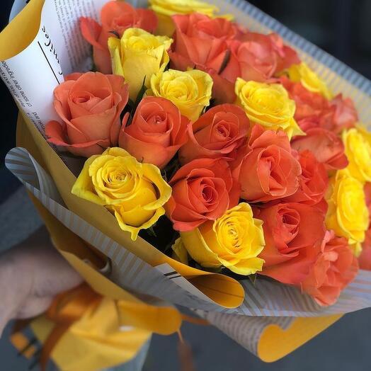 25 ярких желто- рыжих роз Кения