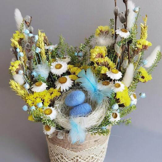 Пасхальная композиция из сухоцветов