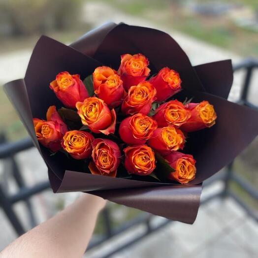 Букет из 15 роз с оформлением