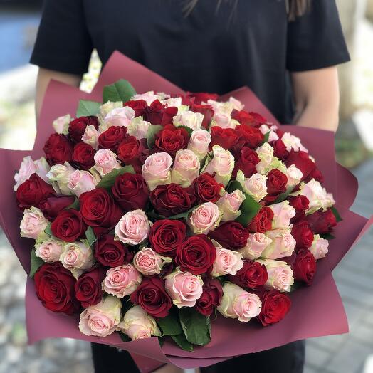 Букет из 101 розы микс с оформлением