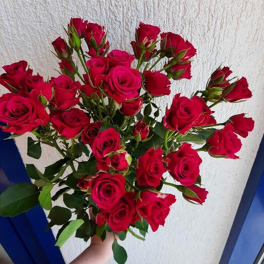 Букет из 7 кустовых роз 60см