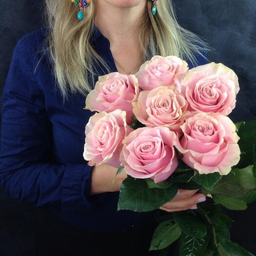7 розовых роз FRUTETTO