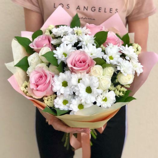 Букет из кустовых хризантем и роз