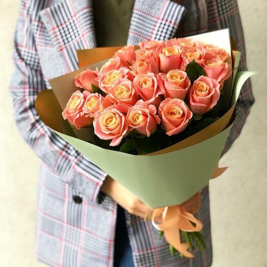 Букет из 15 роз сорта Мисс Пигги