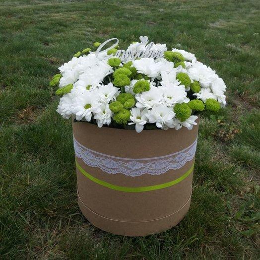 Букет в шляпной коробке ромашковое поле: букеты цветов на заказ Flowwow
