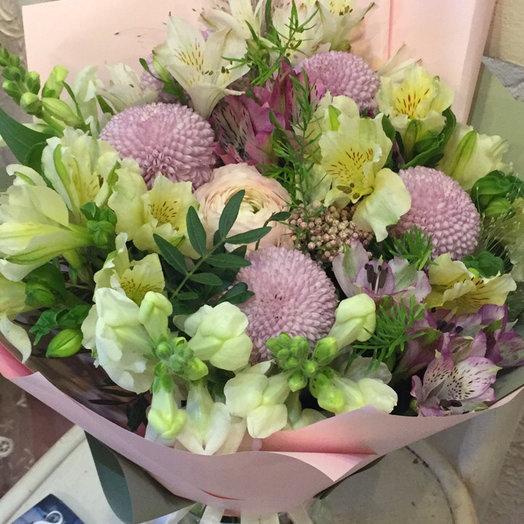 Букет с альстромерией и лизиантусом: букеты цветов на заказ Flowwow