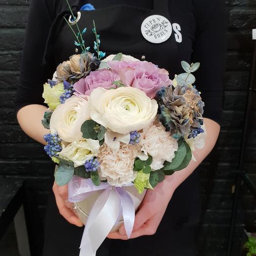 Чарующая коробочка: букеты цветов на заказ Flowwow