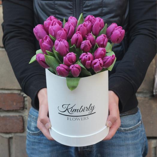 25 фиолетовых тюльпанов в коробке: букеты цветов на заказ Flowwow
