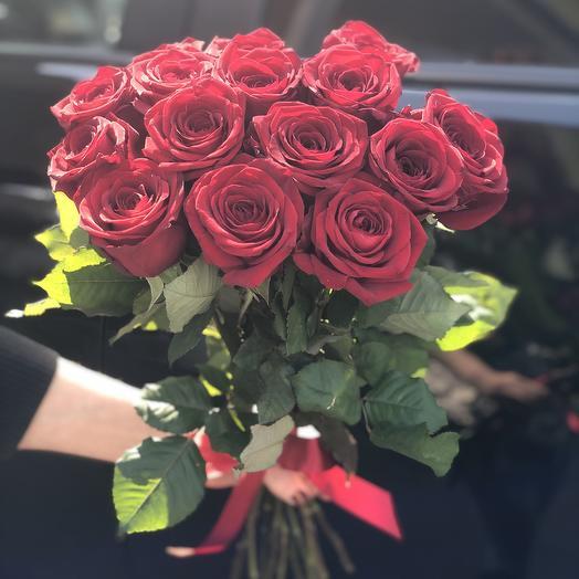 15 роз ред наоми