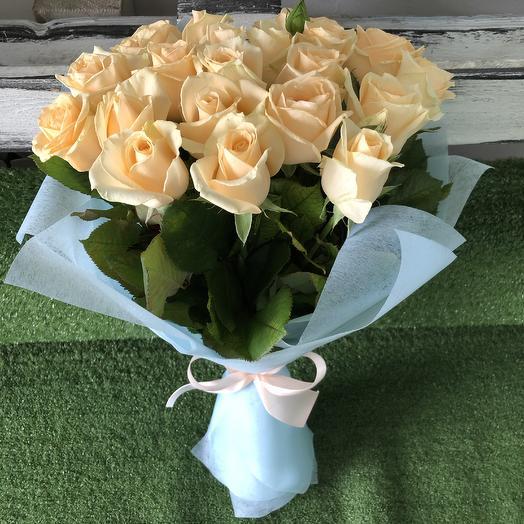 21 персиковая роза: букеты цветов на заказ Flowwow