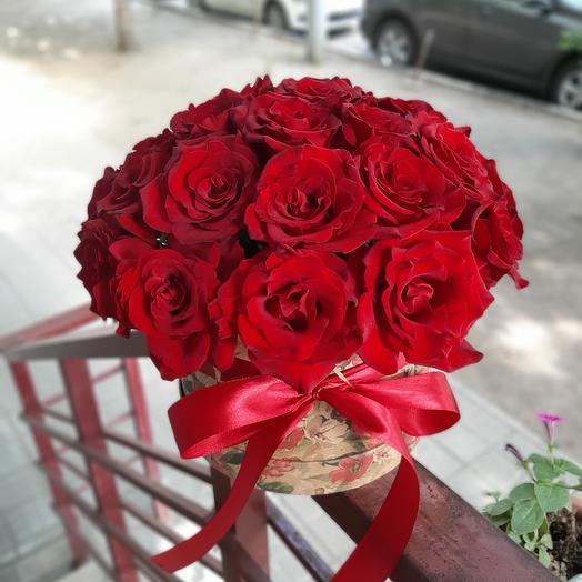 Яркий букет из красных роз