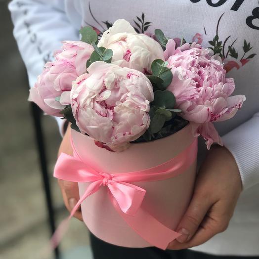 Мини комплимент. Коробка с пионами. N499: букеты цветов на заказ Flowwow