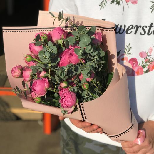 Розы. Пионовидная кустовая роза с эвкалиптом. N517: букеты цветов на заказ Flowwow