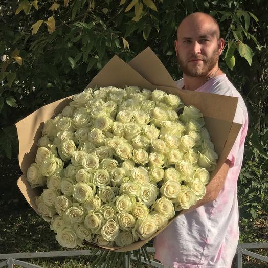 Моно букет из 101 розы N7: букеты цветов на заказ Flowwow