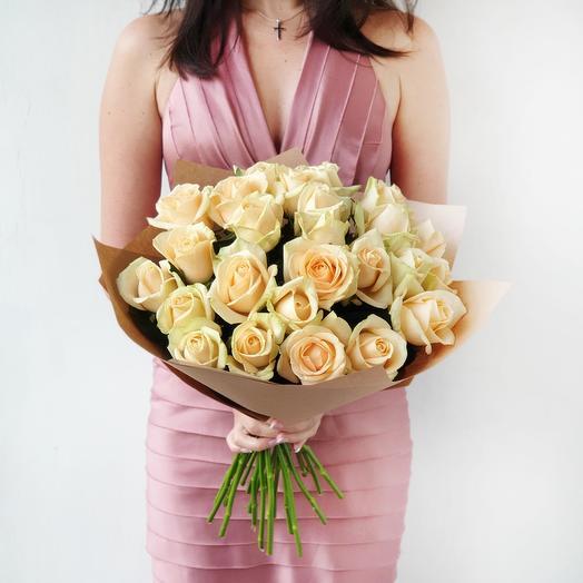"""Нежный букет из персиковых роз в крафте """"Королева"""": букеты цветов на заказ Flowwow"""