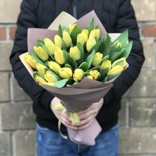 Букет из 25 желтых Тюльпанов: букеты цветов на заказ Flowwow