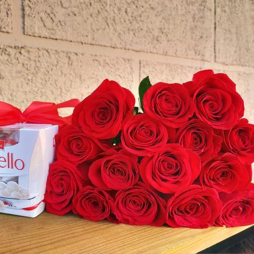 15 роз и конфеты: букеты цветов на заказ Flowwow
