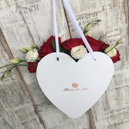 Красные розы в сердце: букеты цветов на заказ Flowwow