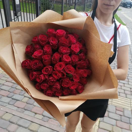 51 роза в крафтовом оформлении