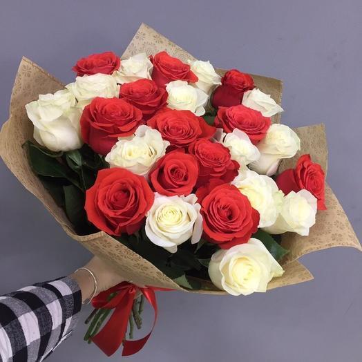 Букет из 25 красных и белых роз премиум