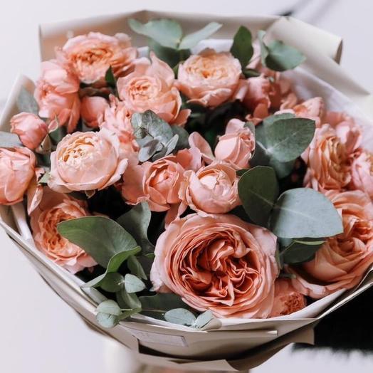 Букет и пионовидной розы