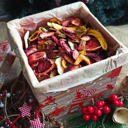 Подарочная коробка 1 кг ассорти фруктовых чипсов