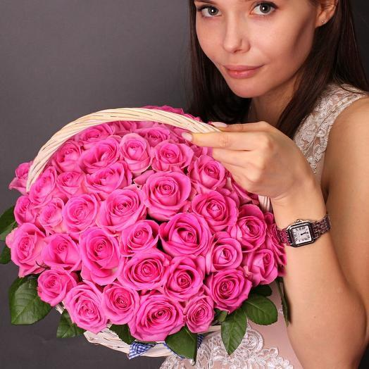 51 роза Аква в корзине