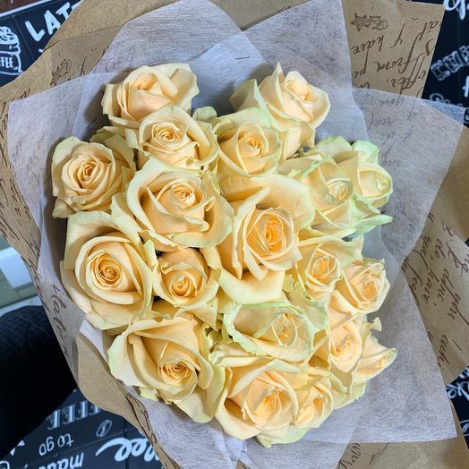 Букет из 19 кремовых роз 60 см