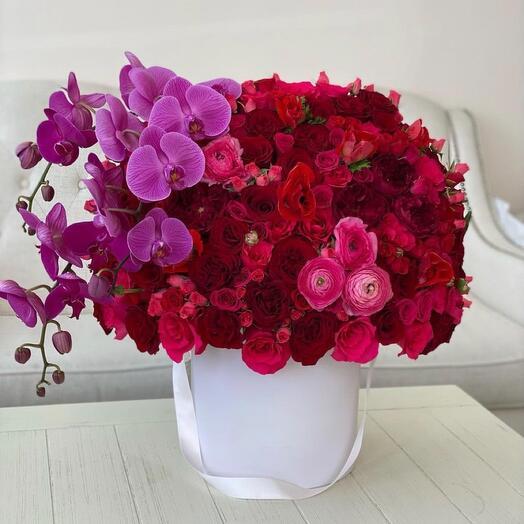 Цветы в коробке Яркий букет