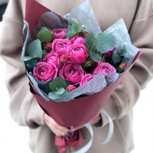 5 пионовидных кустовых розы