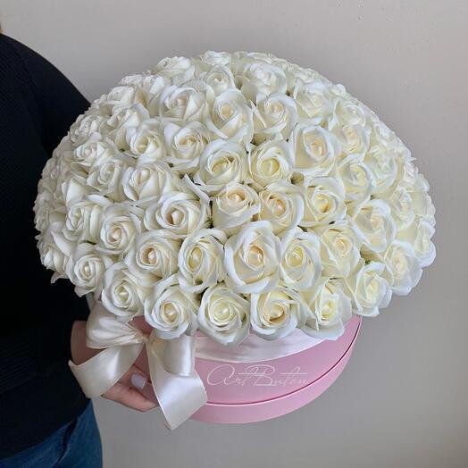 101 молочная роза из мыла в шляпной коробке