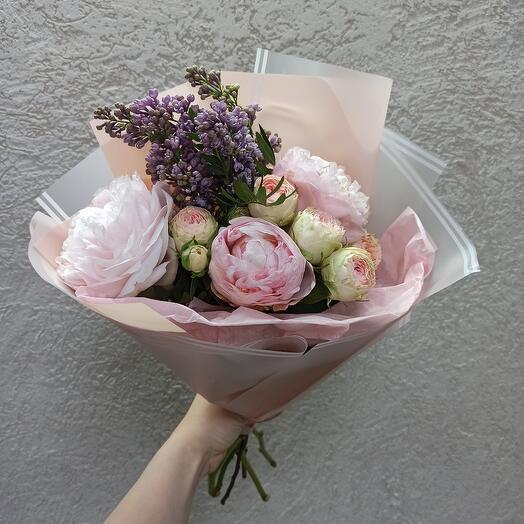 Стильный с пионами, сиренью и пионовидной розой