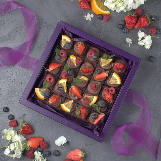 Безгрешные брауни со свежими ягодами (без сахара и глютена!)