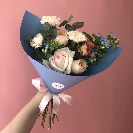 Букет с розами и твидией