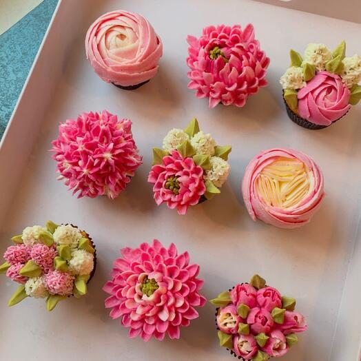 Бокс цветочных чизкейков ассорти в розовой палитре 9 шт