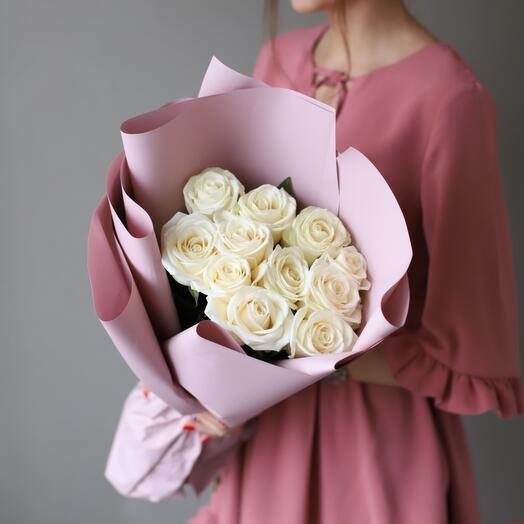 Букет из 11 белых роз в оформлении