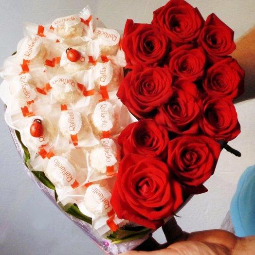 БЦ 157020 Розы и Рафаэлло в сердечке: букеты цветов на заказ Flowwow