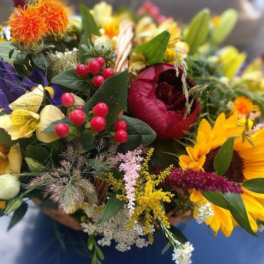 Basket with sunflowers: flowers to order Flowwow