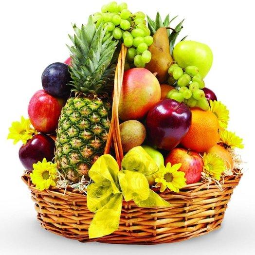 Кошик фруктів