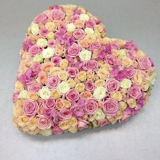 Сердце из роз. Розовое сердце из цветов: букеты цветов на заказ Flowwow